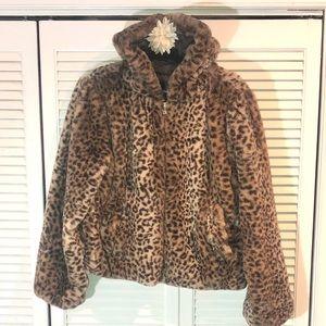 Me Jane faux fur coat- Fierce and on-trend💥